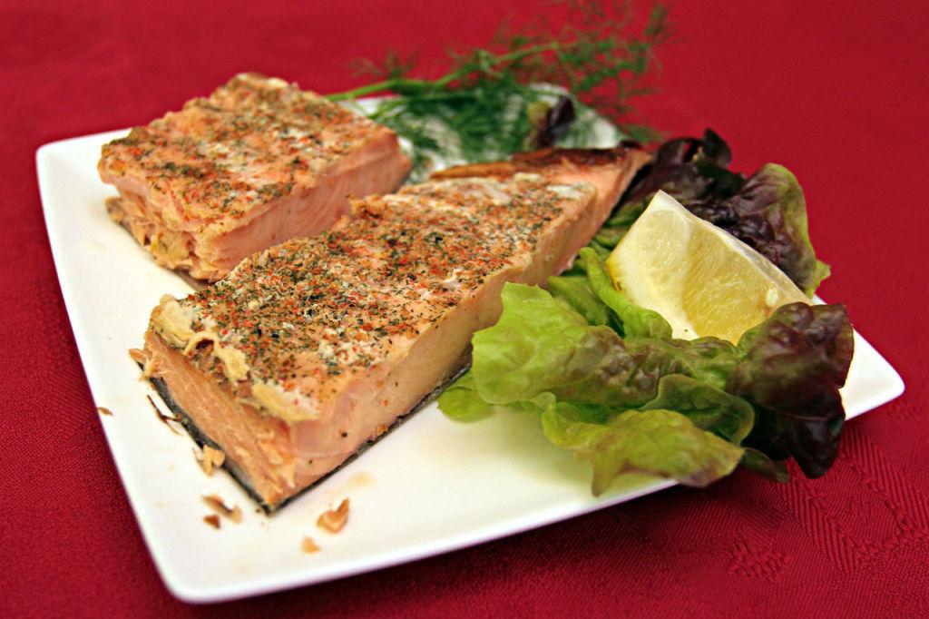 Le saumon fumé, une spécialité traditionnelle de la cuisine gastronomique norvégienne.