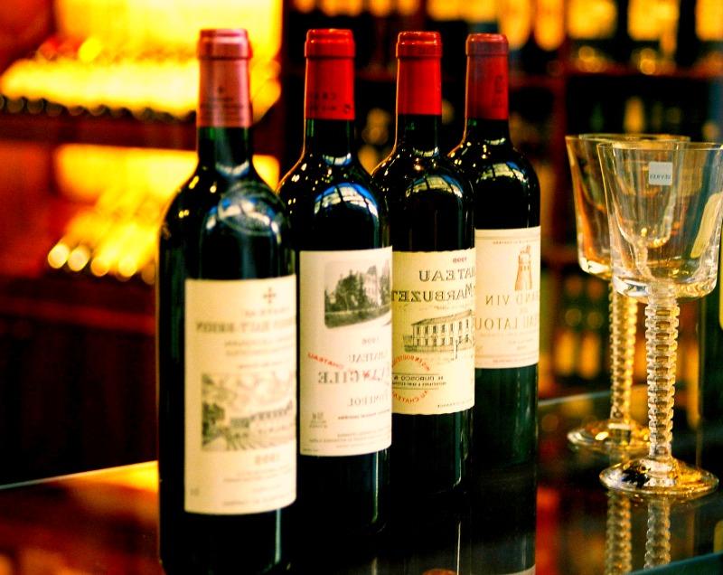 Achetez les plus grands crus directement dans le domaine viticole et sans sortir de chez vous.